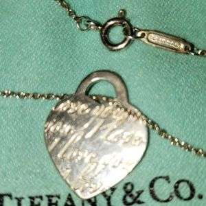 TIFFANY SMALL HEART NOTES CHARM/NECKLACE